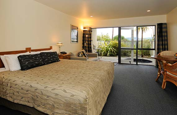For luxury motel accommodation look no further than Baycrest Lodge, Lake Taupo