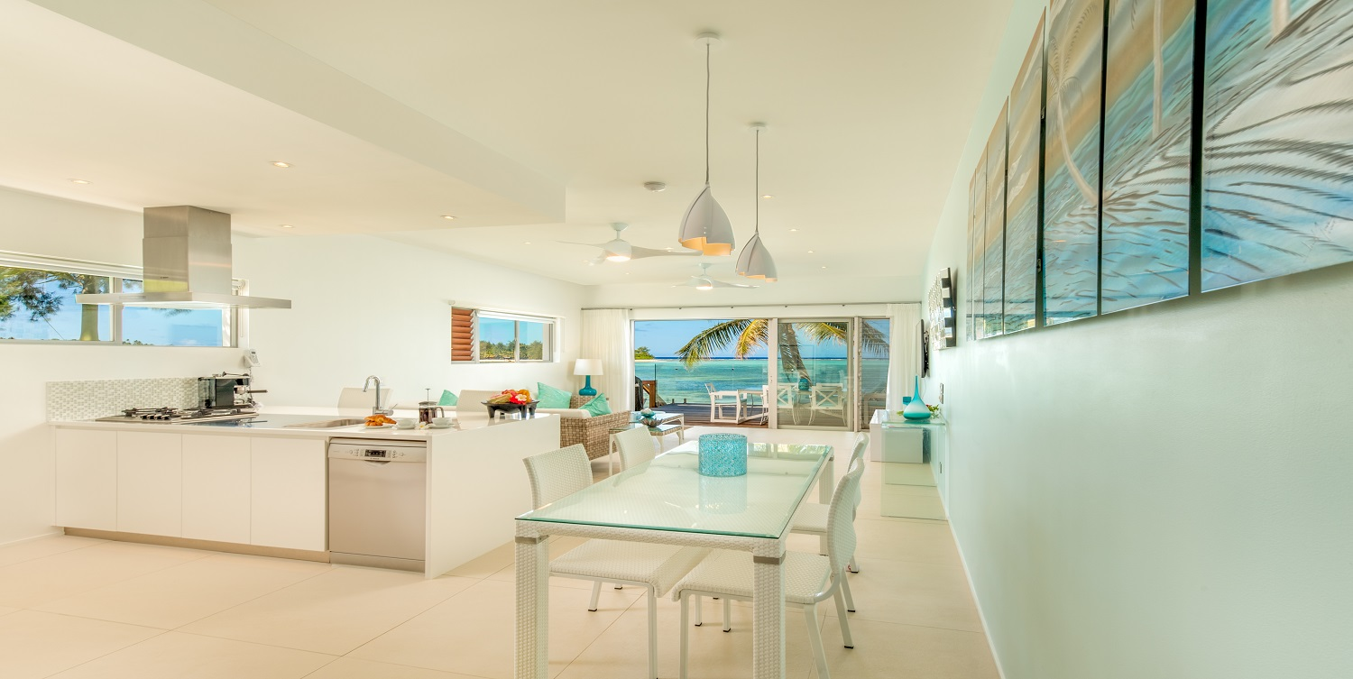 Fully equipped contemporary villa with kitchen for relaxed tropical island dining