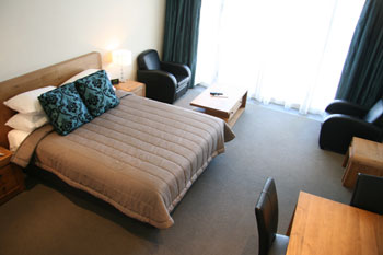 Bedroom, The Nautilus Napier – Waterfront self contained apartment accommodation NZ