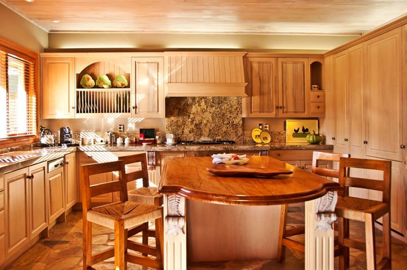 lodge Wing's living room and kitchen - for your Family Retreat