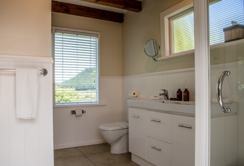 Pheasant Cottage bathroom